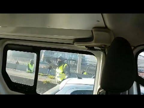 Επίθεση των Κίτρινων Γιλέκων σε περιπολικό