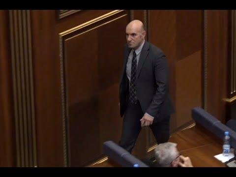 Edhe deputeti goran ka ardhur në seancë (видео)