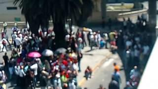 800 venezolanos decidiendo el futuro de nuestra patria Venezuela,es un si contundente en todo el mundo carajo somos millones...
