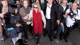 Video EXCLUSIVE: Catherine Deneuve arriving at Cannes airport for the festival MP3, 3GP, MP4, WEBM, AVI, FLV Mei 2017