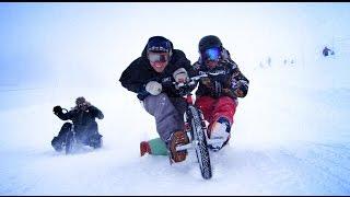 Ils testent le drift trike dans la neige pour réaliser une vidéo sport et insolite.