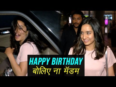 Shraddha Kapoor FUNNY Moments With Photographers A