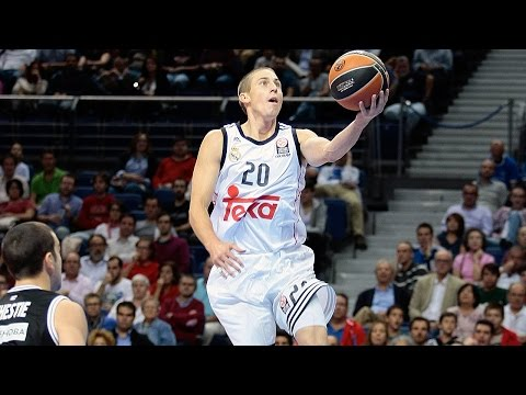madrid - Real Madrid set a Euroleague record with 33 assists and Jaycee Carroll netted a career-high 32 points in a comfortable 112-83 home win over Nizhny Novgorod on Thursday night. The victory bumped.