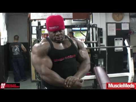 Кай Грин тренирует грудь перед 2009 Mr. Olympia (часть 2)