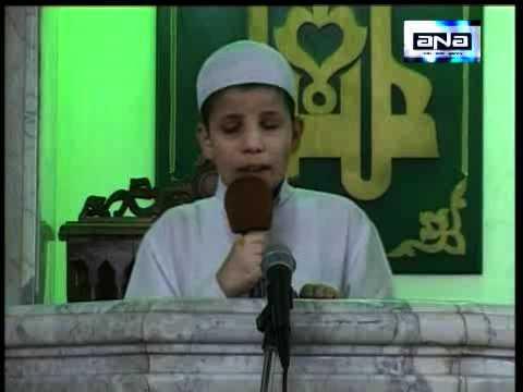 طفل مصرى كفيف يبهر المصلين بخطبته لصلاة الجمعة