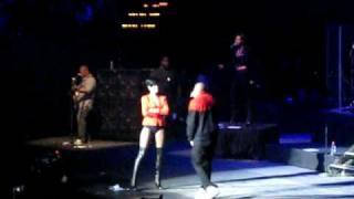 Umbrella-Rhianna & chris Brown Jingle Ball 2008