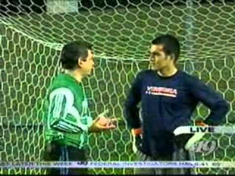 Diego Restrepo, atajando penales