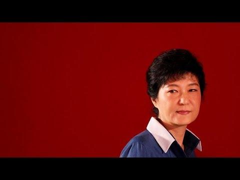 Ν.Κορέα: Καθαιρείται η πρόεδρος Παρκ Γκιούν-Χιε – Δύο νεκροί σε επεισόδια που ξέσπασαν