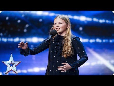 12歲小女孩說出要演唱的歌名時評審們都嚇到睜大眼睛,結果她一開口唱全場觀眾都目瞪口呆了!