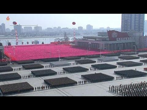 Στρατιωτική παρέλαση της Β.Κορέας πριν τους Ολυμπιακούς