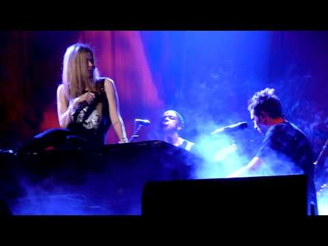 Avril Lavigne - Fix You ( Coldplay Cover) lyrics