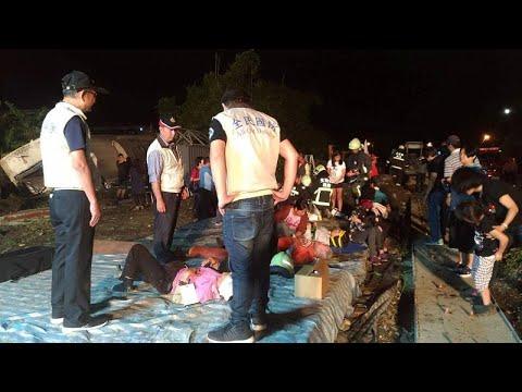 Πολύνεκρο σιδηροδρομικό δυστύχημα – Δεκάδες εγκλωβισμένοι …