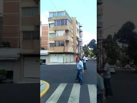 Impactante momento en el que un edificio se desploma en México luego de dos fuertes terremotos