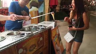 Весёлый продавец мороженого