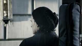 Ricardo Arjona videoklipp Mi Novia Se Me Está Poniendo Vieja