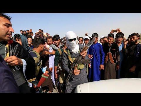 Taliban: Strafe für Selfies mit afghanischen Soldat ...