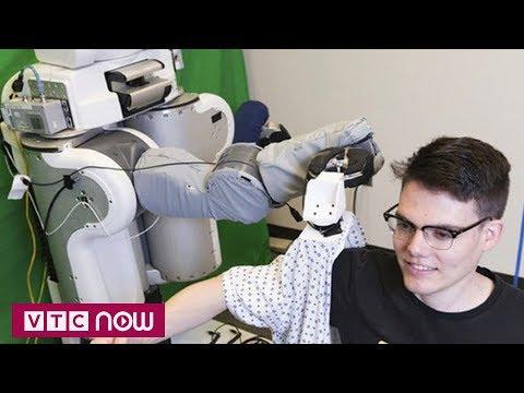 Robot biết mặc quần áo cho người | VTC1 - Thời lượng: 58 giây.