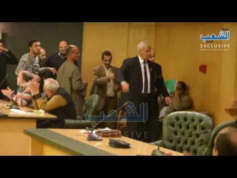 """لحظة طرد المستشار"""" روفائيل بولس"""" رئيس حزب مصر القومي من ندوة نقابة الصحفيين"""