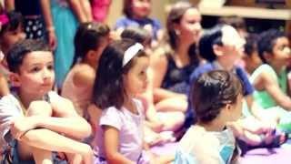 Anna e Elsa e Frozen emocionaram adultos e crianças no Família Brunholi Restaurante!