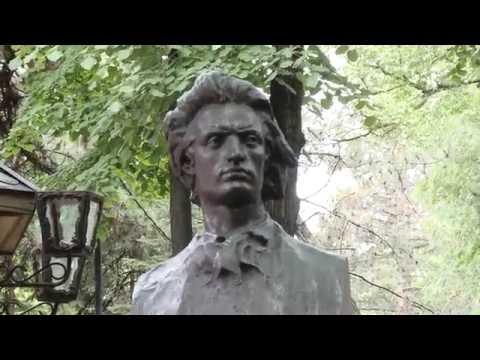 Președintele Nicolae Timofti a depus flori la bustul lui Mihai Eminescu