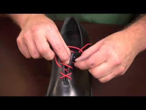Schuh schnueren / Lace shoes
