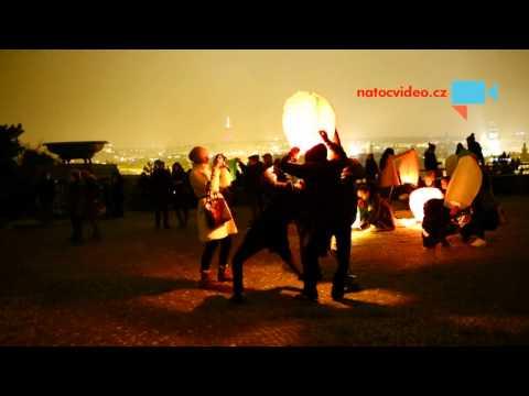 Čínský Nový rok v Praze - pouštění lampionů na Letné