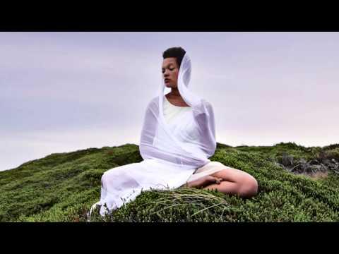 Video Gayatri Mantra // Yoga Meditation - 108 times, peaceful chanting by Julia Elena download in MP3, 3GP, MP4, WEBM, AVI, FLV January 2017
