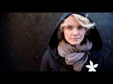 Tekst piosenki Ane Brun - This voice po polsku