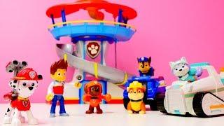 Paw patrol kurtarma eğitim merkezimize hoşgeldiniz! Paw Patrol görev aracı ile yangın söndürme oyunu var bugün! #PawPatrol ekibi yardıma çıkıyor! Fırtına olduğu için birkaç ağaç kaldırıp temizlemek gerek. Ryder kumandası verdi! Hadi Chase, Rubble, Marshall, Zuma, Skye, Rocky, Everest başlayalım! #BiBaBuOyunDiyarıOyun Diyarı TV eğitici ve öğretici yeni çizgi filmlere ve çocuk videolara kolaylıkla ulaşabilirsiniz. Eğlenerek  ve öğrenmek için en güzel çizgi filmler ve videolar. Bizim üyemiz olun, yeni çizgi filmleri kaçırmayın.Bizi Facebook'ta takip ediniz:https://www.facebook.com/Oyuncu-TV-511681979002646/https://www.facebook.com/bebeturktv/Vkontakte :https://vk.com/kapukikanukihttps://vk.com/bebeturk