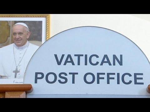 Papa Francis fakirlere yardım için gelen hediyeleri satışa çıkardı