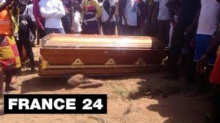 """Video Macabre cérémonie du """"cercueil volant"""" , 1 mort - Côte d'Ivoire MP3, 3GP, MP4, WEBM, AVI, FLV Mei 2017"""