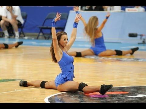 沒看過立陶宛啦啦隊的女生嗎?超引人犯罪的畫面讓大家都看到忘記在上班中!