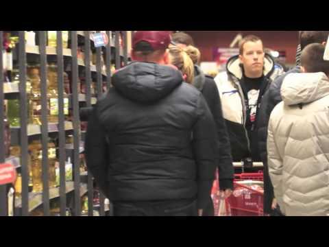 Małgorzata Rozenek w samym swetrze w centrum handlowym?!