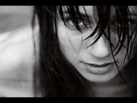 Tekst piosenki Monika Brodka - Libertango (I've seen that face before) po polsku
