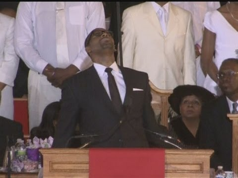 R Kelly fights for control at Whitney Houston's funeral Video
