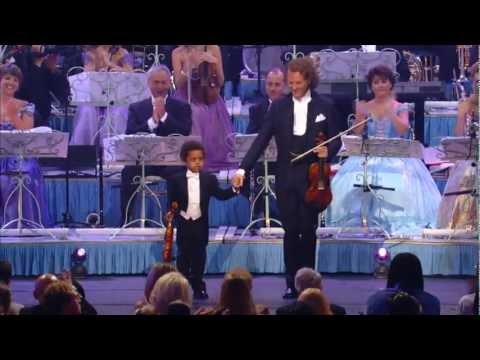 Akim Ha Solo 5 Anni Ma Quello Che Fa Col Violino E' Incredibile