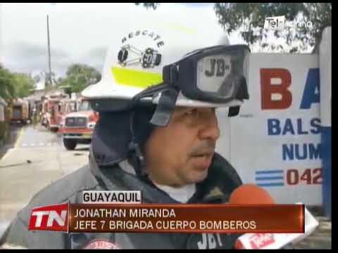 Cuerpo de Bomberos controló incendio en fábrica de balsa