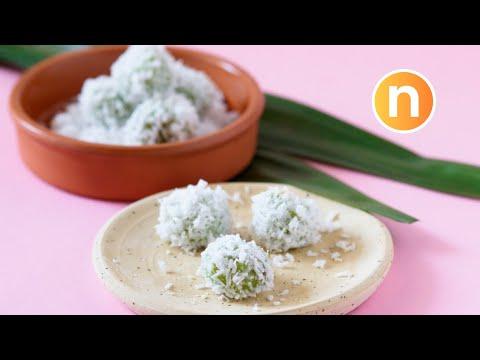Pandan-Flavored Glutinous Rice Balls with Palm Sugar | Onde-Onde | Buah Melaka [Nyonya Cooking]