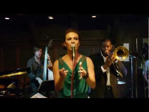 Jessi Teich: Mover And A Shaker (Chris' Jazz Cafe) online metal music video by JESSI TEICH