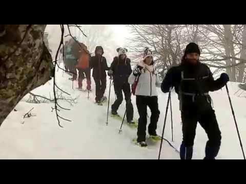 Preview video Ciaspolatori in fila da lupi