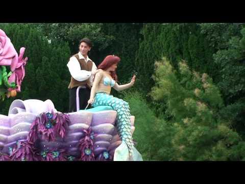 The Little Mermaid singing in Disneyland + Jasmine and Aladdin (HD)