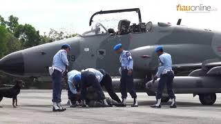 Video Pesawat Asing Dipaksa Turun Oleh 2 Jet Tempur TNI AU di Lanud Rsn Pekanbaru MP3, 3GP, MP4, WEBM, AVI, FLV April 2019