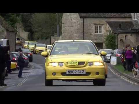 這位老先生的車「只因是黃色」就被人嫌醜惡意砸爛,幾天後家門外的景象讓老先生嘴角上揚!