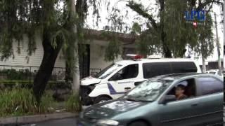 Ambulancia de la PNC choca con auto particular