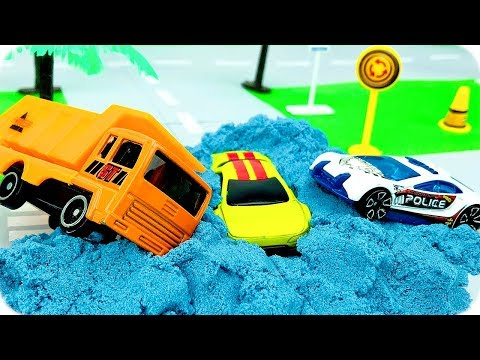Video Carros de Carreras para Niños | Camiones Infantiles | Coche Patrulla Policia download in MP3, 3GP, MP4, WEBM, AVI, FLV January 2017