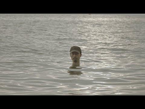 Đen - Đừng gọi anh là idol ft. Lynk Lee (Official Video) - Thời lượng: 4 phút và 22 giây.