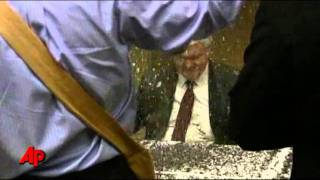 Raw Video: Gingrich Hit With Glitter in Minn.