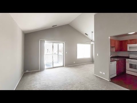 A 2-bedroom with a volume ceiling at Village Green of Schaumburg