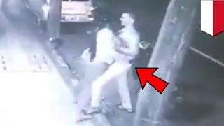 Pencopet terekam CCTV mengambil dompet pria bule di Bali - TomoNews Video