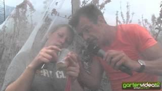 #1050 Apfelzüchtung - Karl Ploberger beim Befruchten und Bestäuben